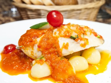 Cod fillet with mustard sauce and parsley potatoes