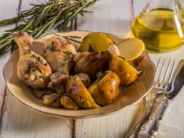 Garlic chicken with rosemary potatoes