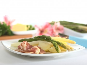 Baden style asparagus with Westphalian ham and egg pancakes