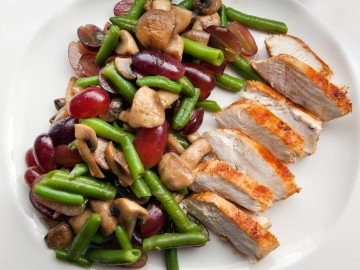 Bean salad with chicken breast