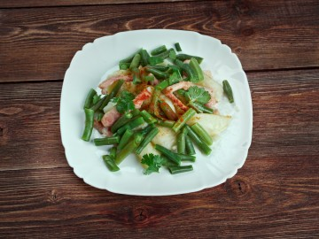 Lamb salad with green beans in a mint-mustard sauce