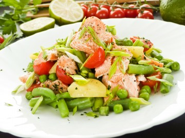 Potatoe salad with salmon
