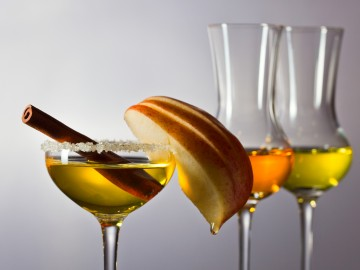 Apple liqueur with cinnamon