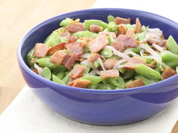 Casserole with smoked meat and green beans