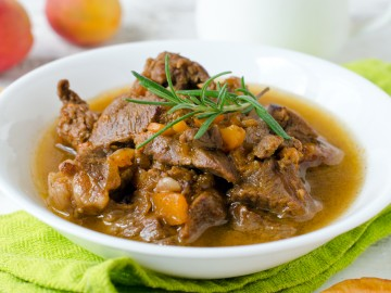 Mutton with dried apricots